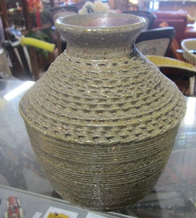 Sueellen would like to know who made this pot? Sueell10