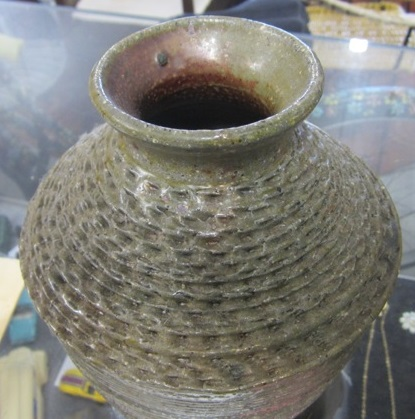 Sueellen would like to know who made this pot? Sueell13