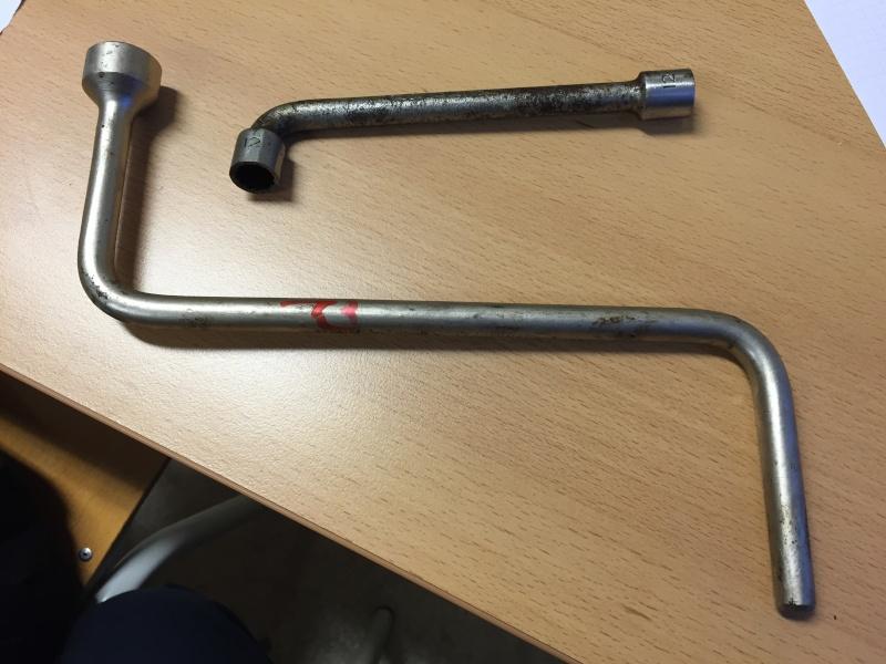 Identification de technique de fabrication de ces 2 pièces [clés à pipe] Img_4710