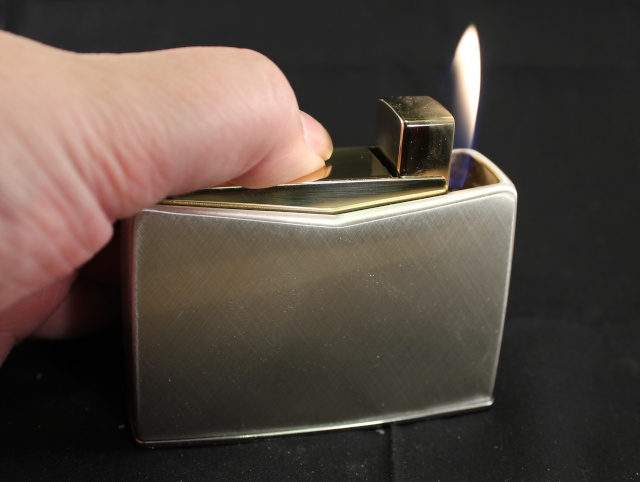 Un bon briquet de table. Le Consul Crown. Allumy10