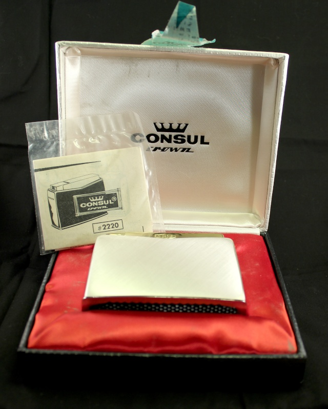 Un bon briquet de table. Le Consul Crown. Consul10
