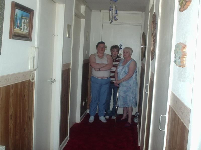 Pictures taken at my nanas (magz) Orbs_a18