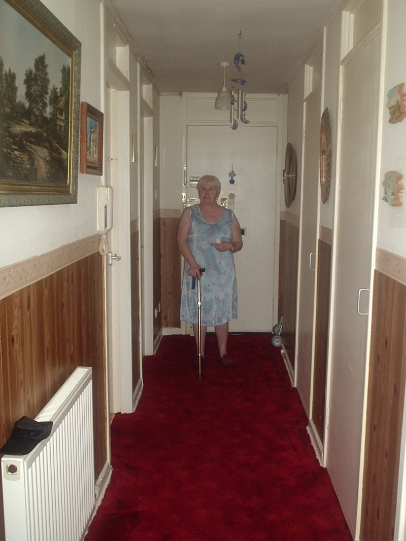 Pictures taken at my nanas (magz) Orbs_a23