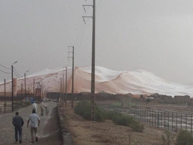 En images: La grêle couvre les dunes de merzouga 11248810