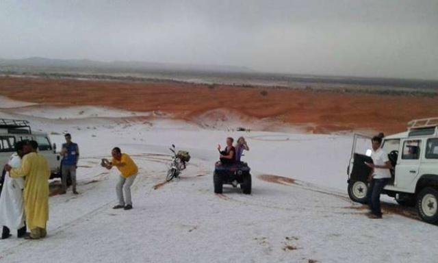En images: La grêle couvre les dunes de merzouga 4845_510