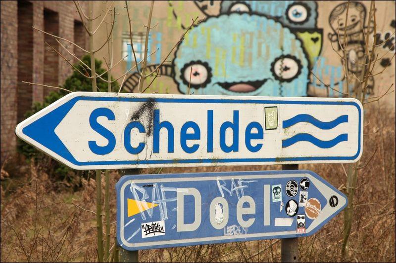 Les étranges graffitis d'un village fantôme. Doel en Belgique D13