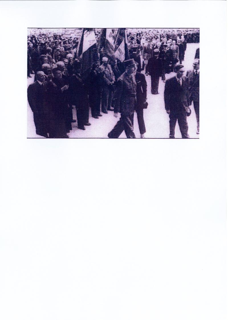 Le Général de Gaulle à Laval le 22 Août 1944 De_gau11
