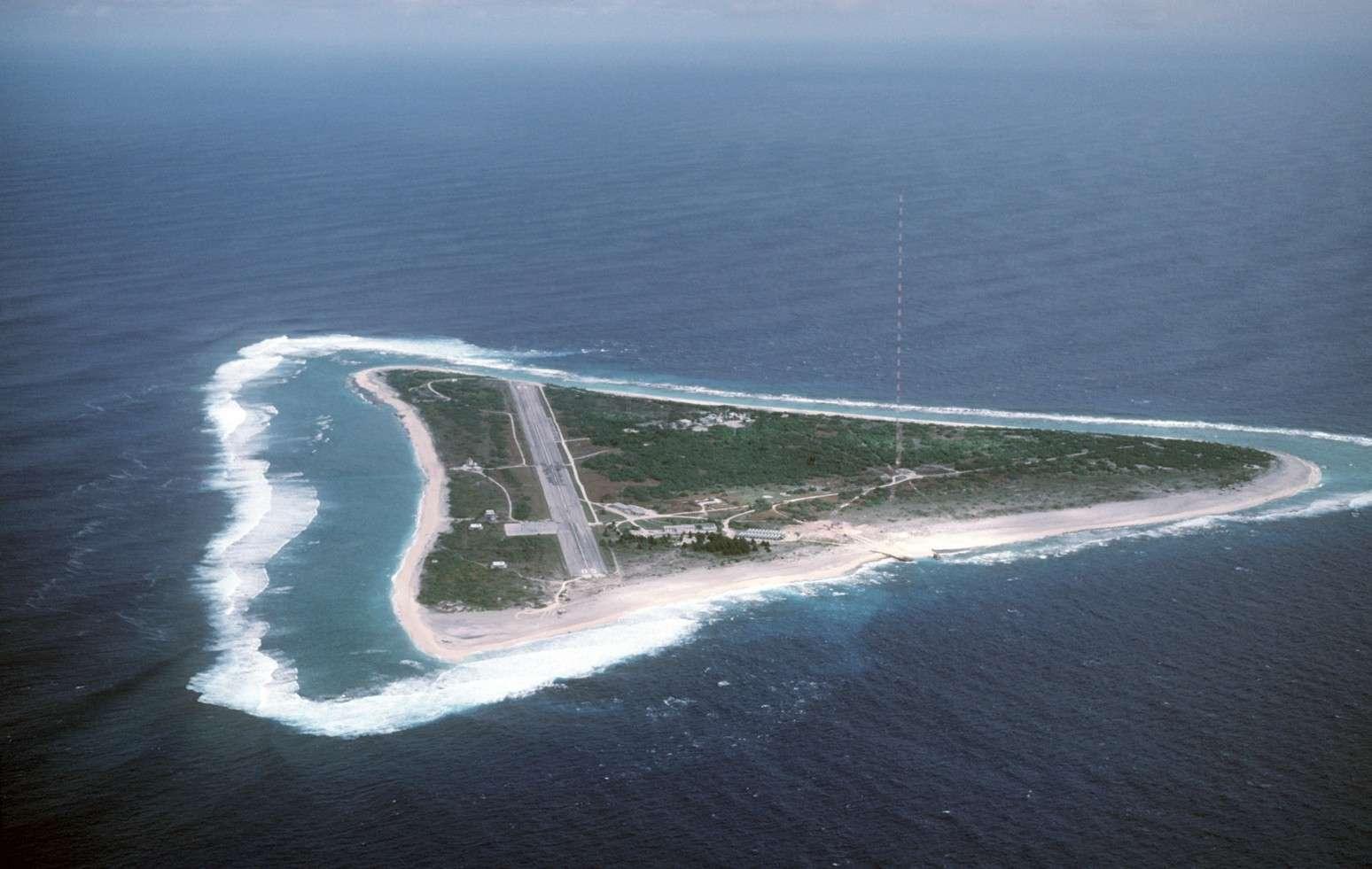 Disparition d'une île (Minamitorishima) - Océan Pacifique 2015-023