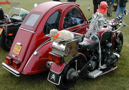quelques side cars originaux !! 2cv_mo10