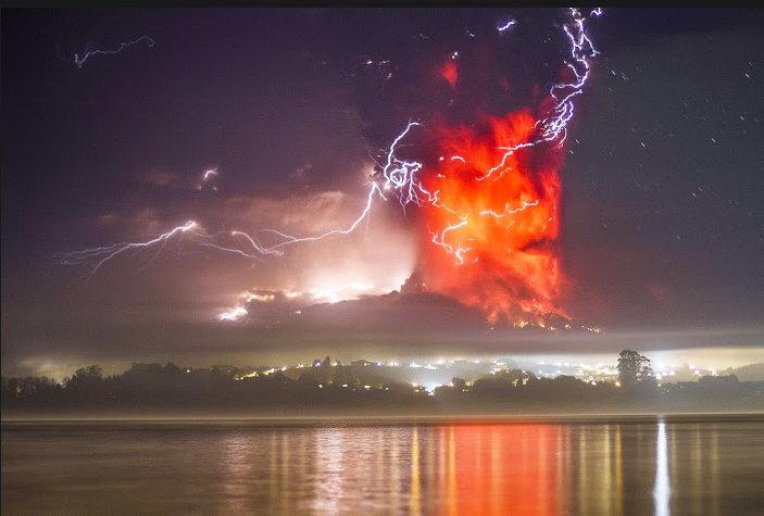 Un nuage de forme humaine près du volcan Calbuco intrigue Nuage_11