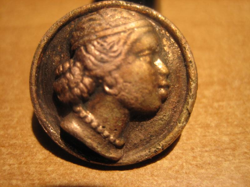 Bouton cuivre bronze à identifier 00111