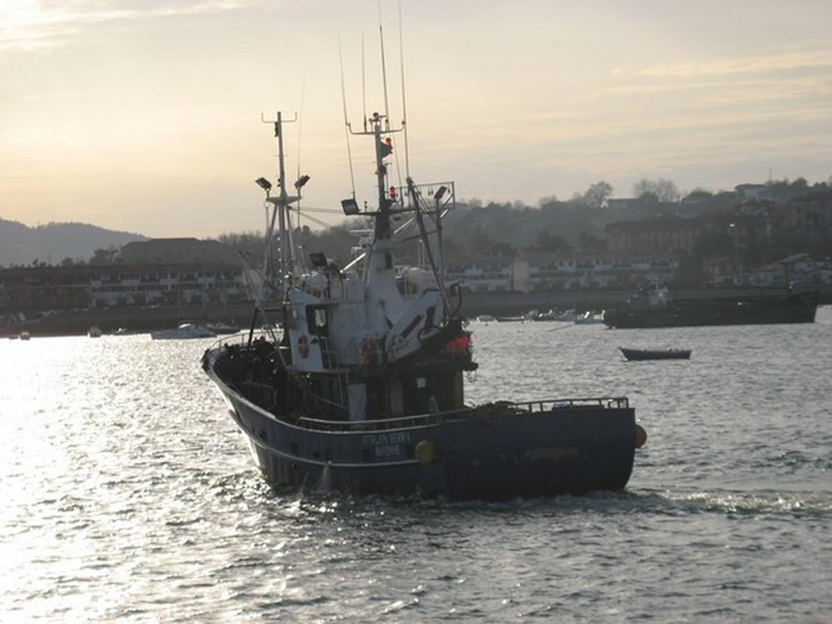 Le Port d'Hendaye. 610