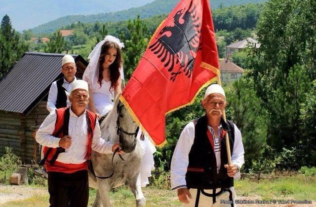 Dasmat Shqiptare Nusja10