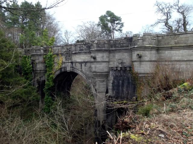 Overtoun Bridge : Le Pont des Chiens Suicidés. Pont_o10
