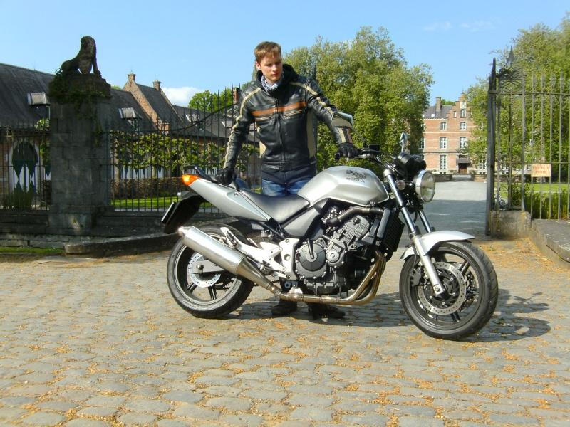 Photos de vous et de votre moto devant ....un château  - Page 16 00112