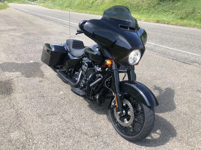 combien de STREET GLIDE  sur le forum Passion-Harley - Page 14 687f9710