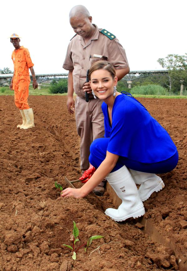 The Official Thread of Miss World 2014 ® Rolene Strauss- South Africa - Page 11 26031512