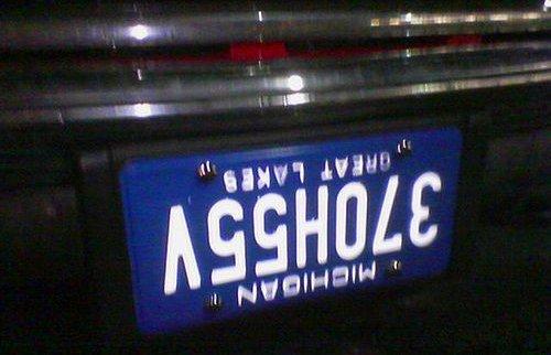 Les plaques d'immatriculation Asshol10
