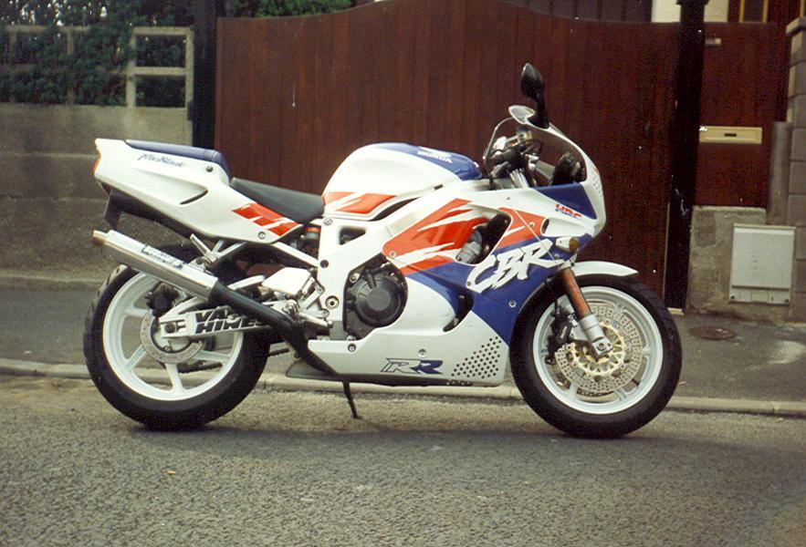 Vos trois motos préférées.... - Page 3 11-90010