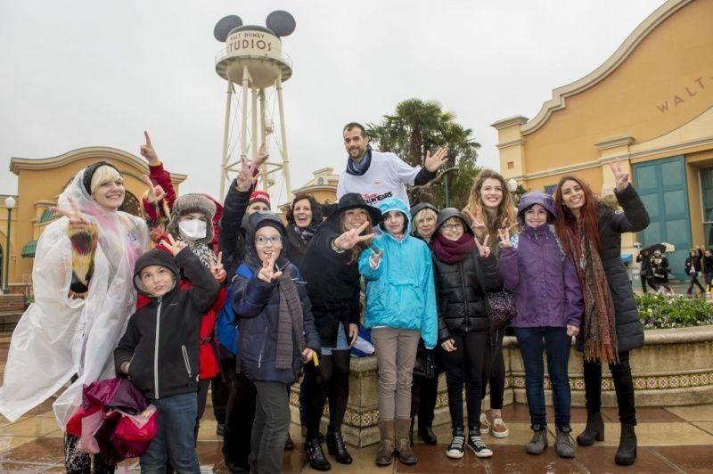 """Les """"Disney voluntEARS"""" donnent de la voix pour les enfants malades.  210"""