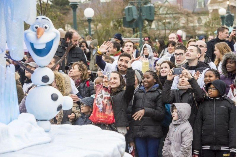 """Les """"Disney voluntEARS"""" donnent de la voix pour les enfants malades.  410"""