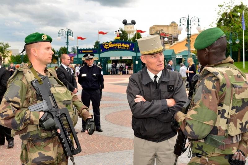 Disneyland Paris accueille le Gouverneur Militaire de Paris  Dsc82910