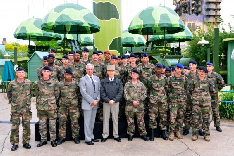 Disneyland Paris accueille le Gouverneur Militaire de Paris  Dsc83910