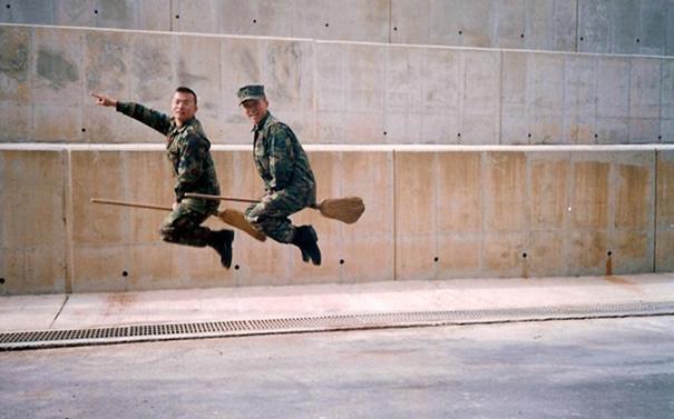 1 avril en photo dans des forces armées Funny-11