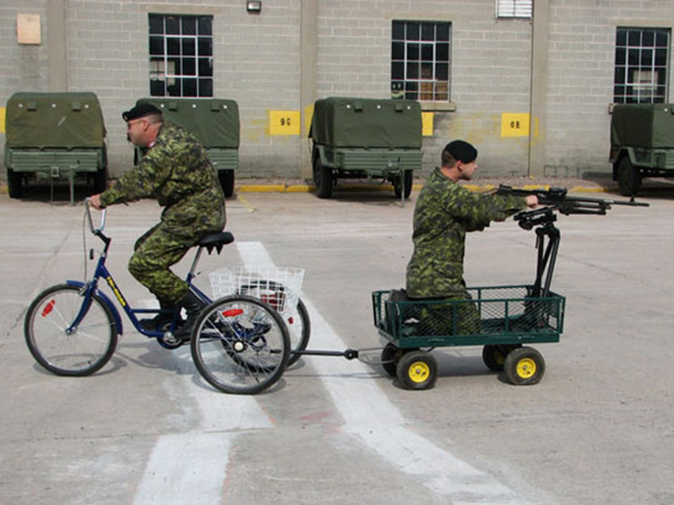 1 avril en photo dans des forces armées Funny-13