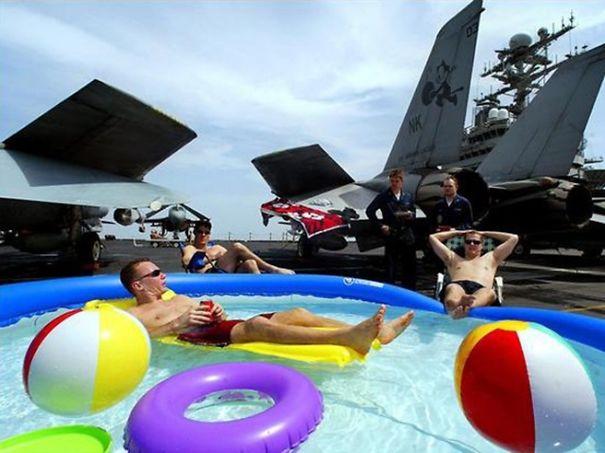 1 avril en photo dans des forces armées Funny-14