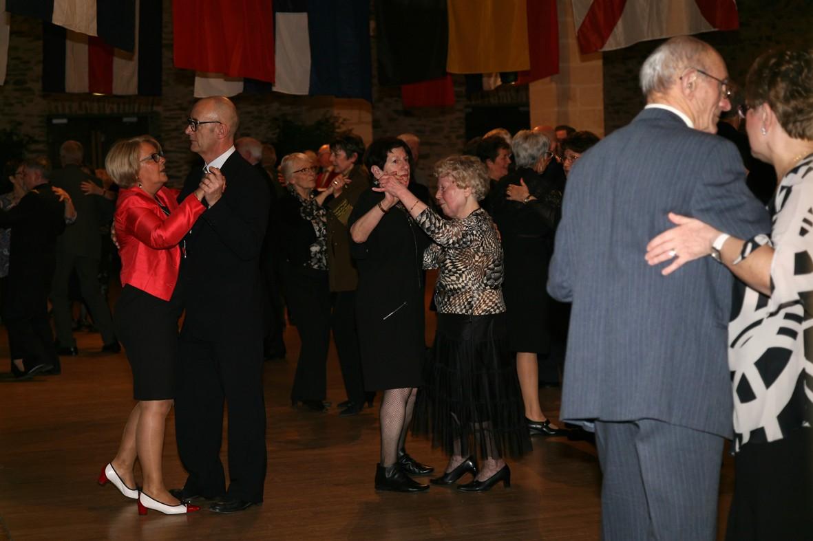 [ Associations anciens Marins ] Une nouvelle nuit de la Marine pour L'AMMAC d'Angers Bal20137