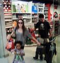 "Angelina,Maddox,Pax,Z.Z e Shiloh na loja da ""Apple"" 10.01.10 em L.A 00910"
