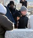 Angelina fazendo mais cenas de SALT,em frente o rio Hudson,em NY 29.12.09 0411