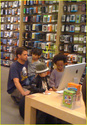 "Angelina,Maddox,Pax,Z.Z e Shiloh na loja da ""Apple"" 10.01.10 em L.A Angeli42"