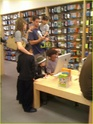 "Angelina,Maddox,Pax,Z.Z e Shiloh na loja da ""Apple"" 10.01.10 em L.A Angeli43"