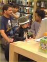 "Angelina,Maddox,Pax,Z.Z e Shiloh na loja da ""Apple"" 10.01.10 em L.A Angeli44"