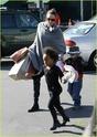 """Angelina leva Shiloh e Zahara ao mercado """"Whole foods"""" na california 16.01.10 Angeli46"""