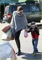 """Angelina leva Shiloh e Zahara ao mercado """"Whole foods"""" na california 16.01.10 Angeli54"""