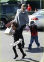 """Angelina leva Shiloh e Zahara ao mercado """"Whole foods"""" na california 16.01.10 Angeli58"""