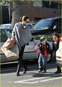 """Angelina leva Shiloh e Zahara ao mercado """"Whole foods"""" na california 16.01.10 Angeli59"""