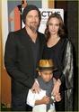 "Familia Jolie-Pitt em Premiere de ""Invictus"" 03.12.09 Brad-p12"
