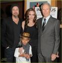 "Familia Jolie-Pitt em Premiere de ""Invictus"" 03.12.09 Brad-p14"