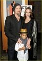 "Familia Jolie-Pitt em Premiere de ""Invictus"" 03.12.09 Brad-p16"