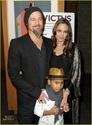 "Familia Jolie-Pitt em Premiere de ""Invictus"" 03.12.09 Brad-p18"
