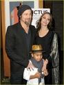 "Familia Jolie-Pitt em Premiere de ""Invictus"" 03.12.09 Brad-p19"