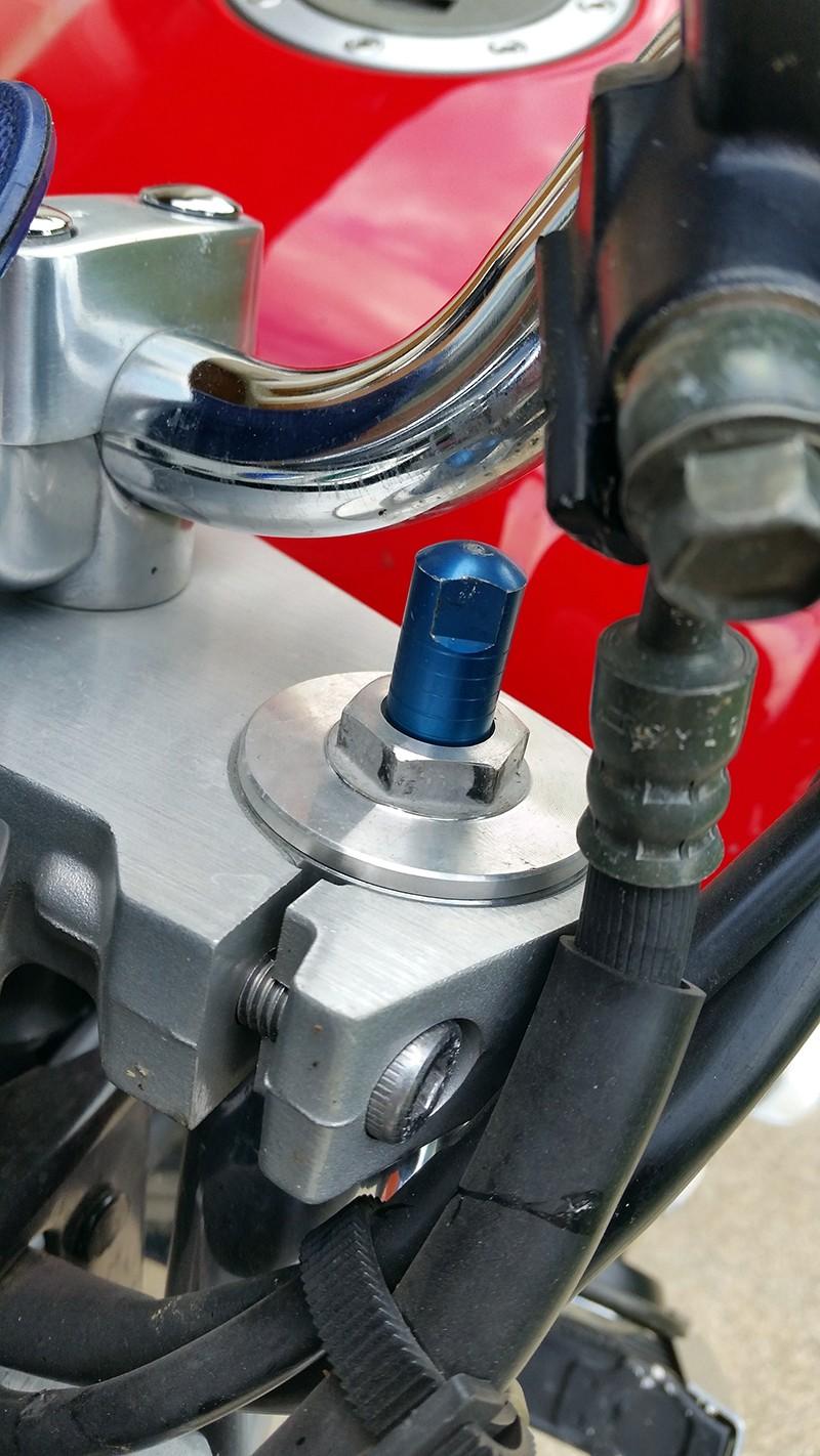 Mon XJR 1300 SP Rouge ! (le rouge ça va plus vite^^) Reglag10