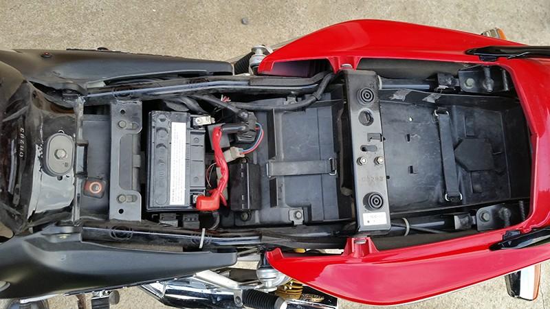 Mon XJR 1300 SP Rouge ! (le rouge ça va plus vite^^) Sous_s10