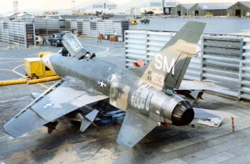 F 100 SUPER SABRE 1/48 Monogram F-100d10