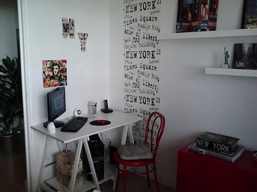 Chambre d'ado thème NY avec du rouge Papier10