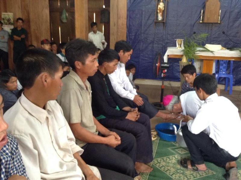 Người Công Giáo H, Mông ở Điên Biên Hmoob Kav Tos liv (Catholic) nyob xeev Dien Bien cob tsib teb 10441410